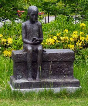 http://www.holb-kgd.dk/uploads/images/statue-pige.jpg